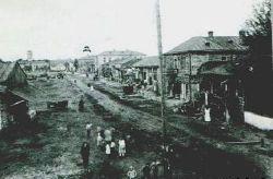 Город Малин. Будинок Малинської пожежної частини(зліва) 1918 рік.